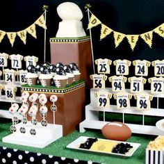 Super Bowl Sweets {Food Themes} Who will you be cheering for? This fun dessert table will keep your sugar levels high. Offense on one end of the table with… Football Banquet, Football Themes, Football Candy Table, Football Desserts, Football Decor, Football Spirit, Football Parties, Steelers Football, Football Stuff