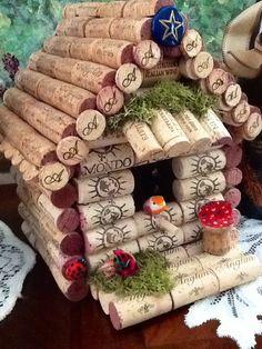 Wine cork birdhouse.....Wine theme....one di CrazieLadyCraftique