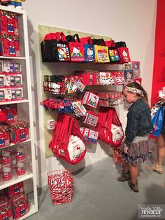 1034_sanrio_hellokitty_con_friendship_station_pop-up_shop_33 Hello Kitty Bags
