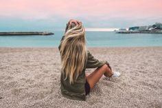 ▷ Ideen für Ombre Blond Frisuren - Top Trends für den Sommer, lange haare mit ombre frisur auf dem strand meer meeresambiente tolles foto Pensez à chicago fameuse « small costume noire Travel Pictures Poses, Beach Pictures, Girl Pictures, Beach Pics, Blonde Ombre, Blonde Balayage, Ombre Hair, Beach Blonde, Wavy Hair