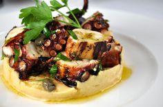 L'antipasto di moscardini costituisce un delizioso antipasto di pesce molto leggero ideale per avviare un pranzo importante e si prepara pulendo i mo...