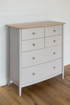 Elise Bedroom range: chest of 6 drawers / Elise Bedroom kolekcija: 6 stalčių komoda.