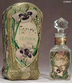 Parfum en meer *Perfume & more ~Parfumflesje Art Nouveau Violets~ Antique Perfume Bottles, Vintage Perfume Bottles, Perfumes Vintage, Jugendstil Design, Art Nouveau Design, Beautiful Perfume, Vintage Tins, Vintage Vanity, Objet D'art