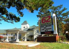 13 Amazing Places To Stay Overnight in Arkansas Without Spending A Lot. 1. Motel 62 (Eureka Springs)