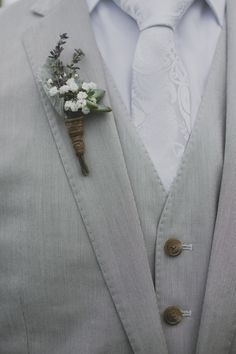 Baby´s Breath/ Lavender/ Dusty Miller/ Succulent boutonniere - Laurita Winery Wedding from Lime Green Photography