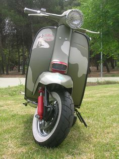RETRO SCOOTER GARAGE: Vespa and Lambretta John Deere Curtiss