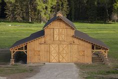 Look deeper into this one! ~~ Some great ideas for the farm & family! Pole Barn Design Ideas, Pictures, Remodel, and Decor - page 7 Pole Barn Kits, Pole Barn Designs, Pole Barn Garage, Pole Barn House Plans, Pole Barn Homes, Barn Plans, Pole Barns, Carport Garage, Barn Shop
