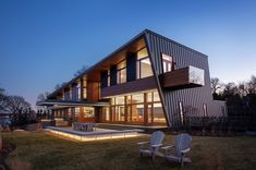 See this remarkable modern shelter that overlooks the Long Island Sound Cedar Walls, Open Ceiling, Long Island Sound, Family Resorts, Indoor Outdoor Living, Sands Point, Modern Family, Metal Roof, Nice View