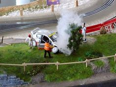 Cool car crash diorama. Great steam effect.