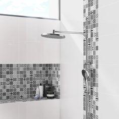 Donner de la modernité à votre doucheavec un carrelage mosaïque noir et blanc