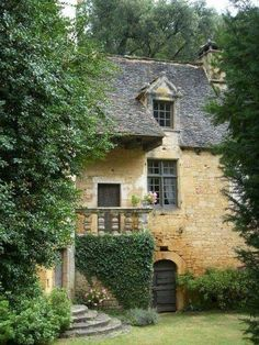 Most Design Ideas Best Small English Garden Ideas Only On Cottage Gardens Pictures, And Inspiration – Modern House French Cottage, French Farmhouse, Cottage Style, Stone Cottages, Stone Houses, This Old House, Ivy House, Cottage Homes, Cottage Gardens