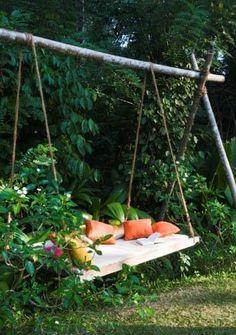 Secret garden Swing - °°Un lit suspendu pour une terrasse°°. Backyard Swings, Backyard Seating, Backyard Ideas, Backyard Chickens, Backyard Landscaping, Outdoor Projects, Garden Projects, Pallet Projects, Dream Garden