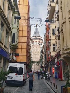 Walking up to the Galata Tower Istanbul || Click on the photo to discover the most incredible destinations with us :)