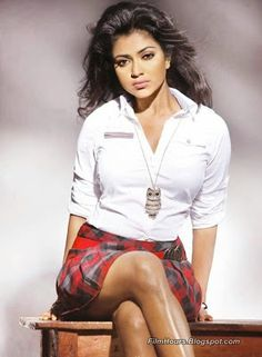 Amala Paul hot stills spicy photos actress glamour navel pictures large HD images collection