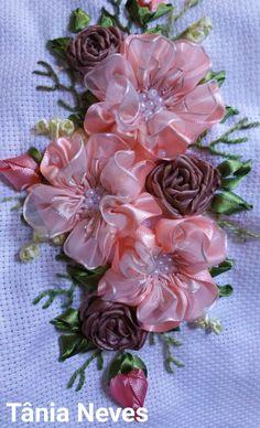 Ribbon Flower Tutorial, Ribbon Embroidery Tutorial, Crochet Flower Tutorial, Silk Ribbon Embroidery, Crewel Embroidery, Embroidery Patterns, Cross Stitch Embroidery, Felt Flowers, Crochet Flowers