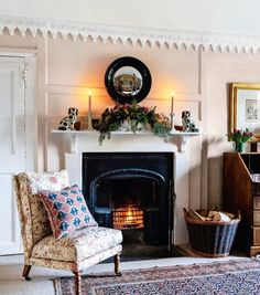 At this time of year, Spanish interior designer Carlos Garcia celebrates all the traditional elements of Christmas, embracing the English country-house style he has employed so well in his Norfolk manor. English Country Style, Country Style Homes, French Country, British Country, British Style, Country Life, Cottage Style, Country Decor, Farmhouse Decor