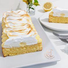 Je suis une grande fan de tarte au citron. Je me suis dit qu'il fallait absolument que je revisite cette recette !! J'ai donc confectionné un cake au citron, sur lequel j'ai poché un lemon curd, une crème montée mascarpone et une délicieuse meringue à l'italienne. Le résultat ne s'est pas fait attendre! C'est une explosion en bouche ! #citron #tarte #patisserie #gateau #tarte #gouter #desserts
