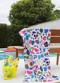 34c8e17aa2ecd Chegaram as nossas toalhas estampadas, perfeitas para levar para a piscina,  praia ou uso