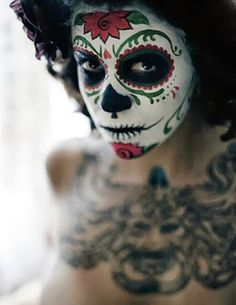 Awesome make-up-Dia de los Muertos sugar skull holiday-deco-halloween Dead Makeup, Skull Makeup, Halloween Make Up, Halloween Face Makeup, Halloween Costumes, Halloween 2013, Diy Costumes, Halloween Ideas, Costume Ideas