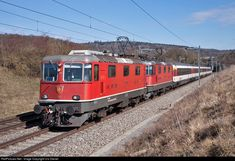 Online railroad photo database, featuring thousands of high-quality photographs of trains, railroads, railroad scenes, and more. Train Suisse, Trains, Swiss Railways, Corporate Identity Design, Speed Training, Rolling Stock, Cars And Motorcycles, Switzerland, Locomotive
