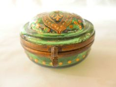 ANTIQUE HINGED LID GILT PAINTED GREEN GLASS PILL BOX