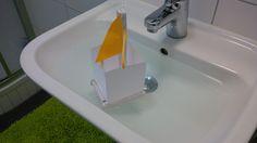 Notizzettel-Segelboot besteht Härtetest im Waschbecken (F, 2015)
