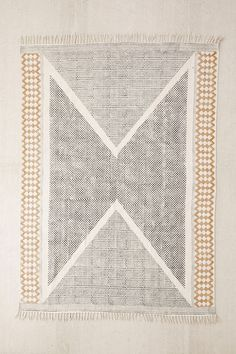 Modern Rugs, the most loved in the US. These modern rugs will conquer your home decor like are conquering the heart of US. Some of them are modern area rugs. Tapis Design, Küchen Design, House Design, Modern Design, Interior Design, Wall Carpet, Rugs On Carpet, Buy Carpet, Urban Outfitters Rug
