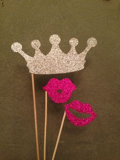 Glitter Photo Booth Props 3 Piece Crown & Lips por PrettyCollected Wedding Themes, Wedding Dresses, Craft Supplies, Crochet Earrings, Hair Accessories, Glitter, Fun, Crafts, Ideas