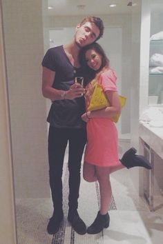 Alfie deyes and Zoe Sugg :) The most beautiful thing I have ever seen in my whole entire FREAKING life Prom Essentials, Pointless Blog, Youtube Names, Zoe Sugg, British Youtubers, Pretty Blue Eyes, Tyler Oakley, Zoella, Perfect Couple