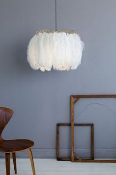 Feather Pendant Light in White