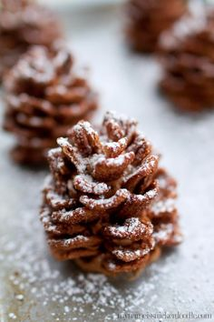 chocolate cinnamon toast crunch, Edible Chocolate Pinecones that are a perfect treat for kids at Christmas time! Plus they are quick and easy! New Year's Desserts, Christmas Desserts, Christmas Treats, Holiday Treats, Holiday Recipes, Dessert Recipes, Christmas Cookies For Kids, Green Desserts, Christmas Foods
