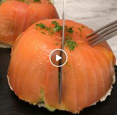 Smoked Salmon, Avocado & egg flowing combo Join the fun convo with community Salmon Recipes, Fish Recipes, Salmon Avocado, Smoked Salmon, Avocado Egg, Salmon Eggs, Salmon Y Aguacate, Cooking Recipes, Healthy Recipes