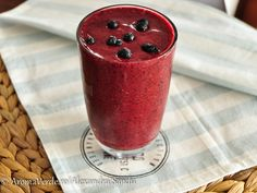 Red Smoothie Smoothies, Candle Holders, Pudding, Candles, Diet, Tableware, Desserts, Food, Smoothie