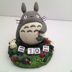Studio Ghibli My Neighbor Totoro calendar - maybe can inspire to make from polymer clay Polymer Clay Projects, Polymer Clay Art, Diy Craft Projects, Fun Crafts, Craft Ideas, Miyazaki, Biscuit, Cute Clay, My Neighbor Totoro