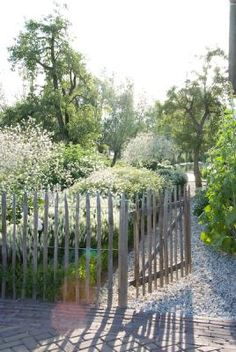 Mooie aan achterzijde tuin als overgang naar tweede perceel.
