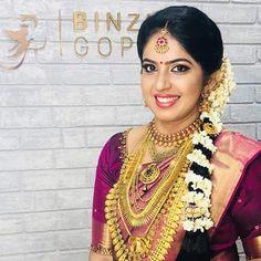 Fulfill a Wedding Tradition with Estate Bridal Jewelry Bridal Hairstyle Indian Wedding, Indian Bridal, Wedding Hairstyles, Bridal Beauty, Bridal Makeup, Saree Wedding, Wedding Attire, Kerala Hindu Bride, Bridal Blouse Designs