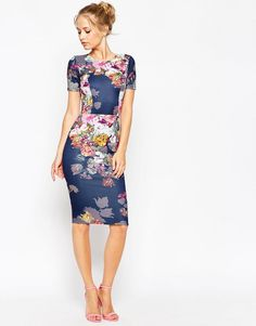 Fall wedding guest dresses to wear to a fall wedding. Autumn styles for wedding guests and ideas for what to wear to a fall wedding. Fall wedding guest attire and outfit ideas. Fall Wedding Outfits, Casual Wedding, Floral Bridesmaid Dresses, Guess Dress, White Floral Dress, Fall Dresses, Sun Dresses, Woman Dresses, Short Dresses