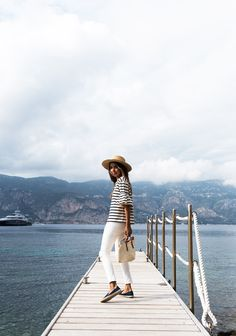 Blogger, Siincerely Jules rocking the perfect holiday outfit