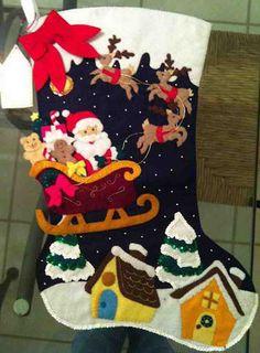 Bota papa noel con trineo Grapevine Christmas, Felt Christmas Stockings, Felt Stocking, Stocking Tree, Christmas Projects, Felt Crafts, Christmas Crafts, Christmas Decorations, Handmade Christmas