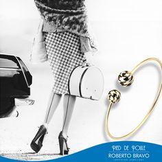Siyah ve beyazın kusursuz beraberliği. // Perfect unity of black and white. // Совершенное сочетание черного и белого.  #RobertoBravo #RB #Inspiring #Jewellery #Diamond #Gold #Stylish #Trend #Shopping #Style #Fashion #Love #Jewelry #Extraordinary #Marsala #Awsome #PiedDePoule #Woman #Bracelet