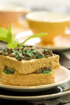 Make this recipe for Cara Mint Tart and be prepared to have it requested again and again Ingredients 2 x 360 g cans caramel treat 65 ml lemon juice 250 … Tart Recipes, Wine Recipes, Great Recipes, Cooking Recipes, Caramel Treats, Caramel Tart, South African Dishes, South African Recipes, Eid Sweets