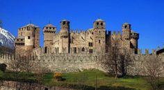 Castello di Fénis, Valle d'Aosta, Italia. 45°44′00″N 7°29′00″E