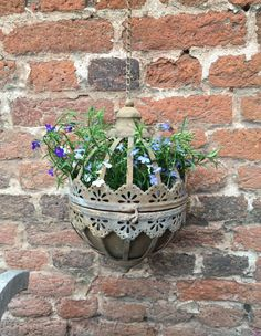 Absolutely stunning antique rust metal round flower pot with a lace edge.Comes with a chain and hook to hang from a hook or bracketSize Height 35cm Diameter 22cm