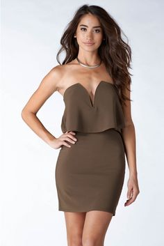 A darling strapless mini dress. Layered on the top, this dress has a wired V-neck neckline and sin...