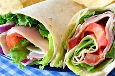 9 healthy lunch wraps that put sandwiches to shame Healthy Lunch Wraps, Healthy Eating, Protein Snacks For Kids, Comidas Light, Good Food, Yummy Food, Eat Lunch, Cooking Recipes, Healthy Recipes