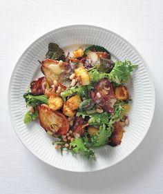 Hearty Greens Salad with Bacon, Roasted Pears, and Corn Bread Croutons | RealSimple.com, sub gf cornbread