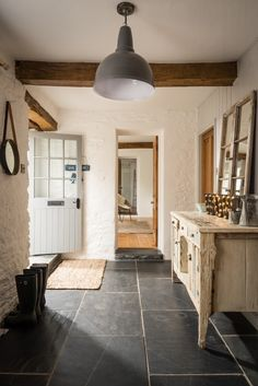 Luxury holiday barn Fowey, Willow Moon Barn Golant nr Fowey (love the flooring) Slate Flooring, Kitchen Flooring, Slate Floor Kitchen, Slate Tiles, Flagstone Flooring, Wood Tiles, Parquet Tiles, Limestone Flooring, Grey Tiles