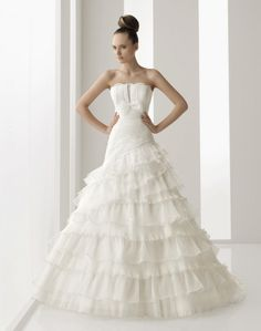 Traditional Spanish style wedding dresses. Foto - 7
