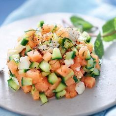 Diet Plan fot Big Diabetes - Tartare de melon, fêta, concombre, citron vert et menthe Raw Food Recipes, Veggie Recipes, Salad Recipes, Cooking Recipes, Healthy Recipes, Feta, Food Porn, Summer Recipes, Food Inspiration