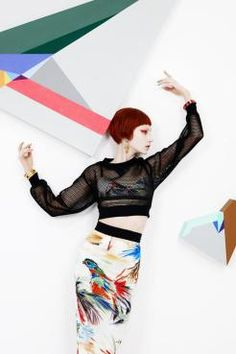 O Diálogo das Cores | Design Set - Live For Inspiration // #Editorial de #moda promove interação performática com as obras de Zin Helena Song.